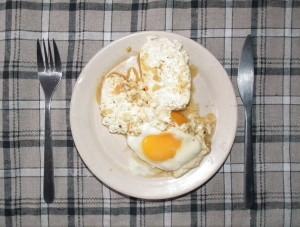 ser w sosie boczniakowym z jajkiem sadzonym